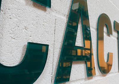 Uitsnijden letters - aluminium n roestvrij staal